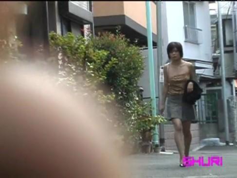 【伝説のぽろりんダッシュ】女の子のシャツを強引に下げておっぱい丸出し痴漢盗撮!!