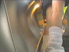古き良き時代!?ルーズソックスの制服女子高生を逆さ撮りしまくった映像wwwパンツ見え過ぎww
