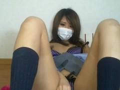 めちゃくちゃ可愛い黒ギャル女子高生がライブチャットで自撮りオナ!まんこが見えそうで見えない(><)