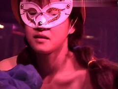 【ストリップ動画6】全裸で踊ってマンコ出してステージで板本番ショー!無修正のストリップ動画が流出!