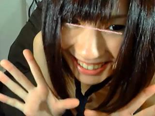 【ライブチャット】AKBメンバーに居そうな感じ!?のパイパン少女が大胆過ぎるオナニーをw電マでクリ責めがお気に入りのようでw