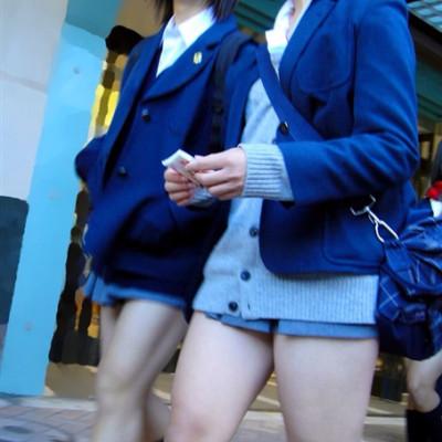 【画像】コレは!?女子高生の超ミニスカのふとももエロ過ぎwwww