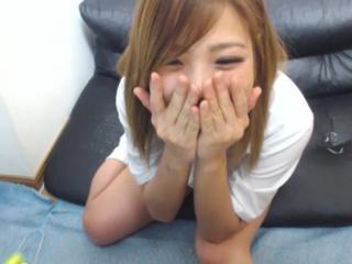 【エロいライブチャット動画】ロリ系でJK風の美少女がちっぱい見せてオナニー姿をエロ配信!