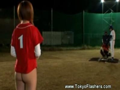 【AV女優xvideos成瀬心美】下半身モロ出しの女野球部ピッチャー成瀬心美のエロ魔球www
